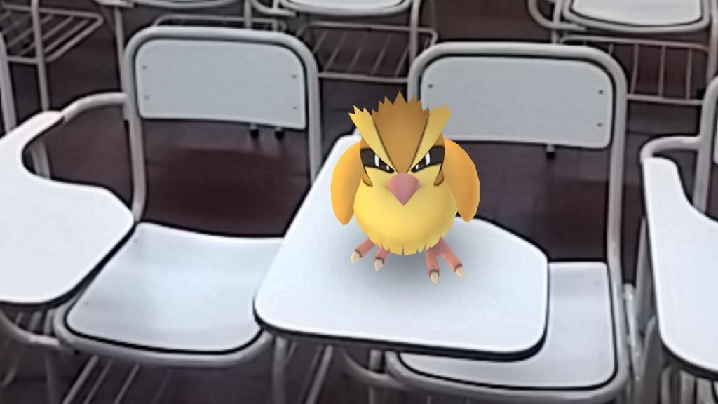 Un pókemon pidgey en el Aula 7 de la Facultad de Ciencias Económicas de la UNT